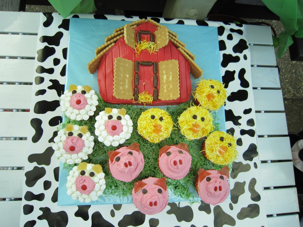 Hugos 2nd Birthday Barnyard Cake Complete With Cupcake Animals